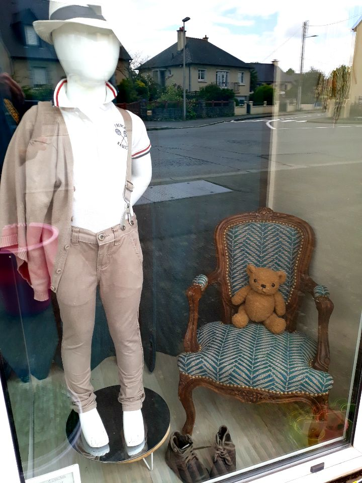 "Vitrine de ""Ma Petite Boutique Chic"" -Laura Dobosz"